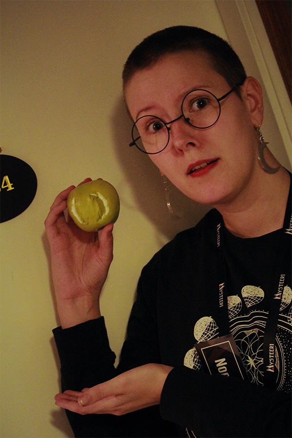 Ihmettelimme omenaa